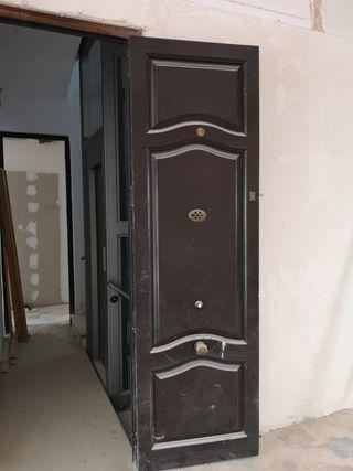 04 Puerta ventana mobila madera antigua entrada