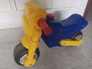 corre pasillos, moto infantil molto