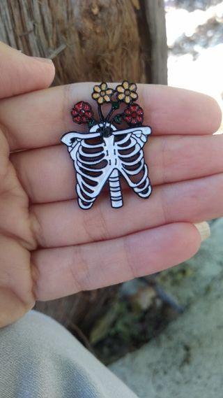 Pin costillas esqueleto calavera