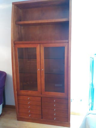 mueble vidriera salón madera maciza