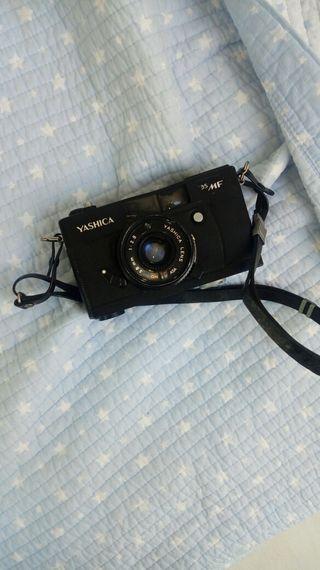 Camara de foto clasica YASHICA