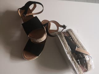 Sandalias aún en el paquete