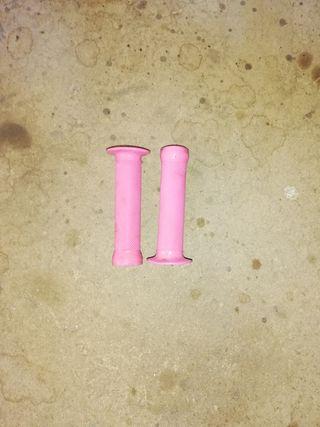 puños rosas de bicicleta