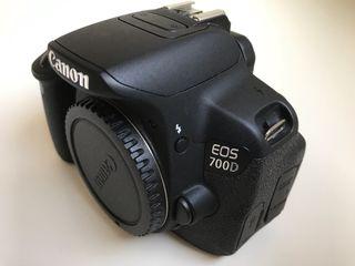 Cámara Canon 700D con objetivos y accesorios