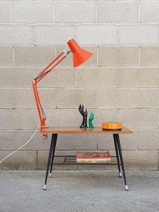 Mesa auxiliar con revistero. Vintage, 60s.