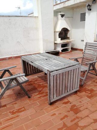 Mesa y 2 sillas de terraza de madera
