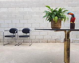 Mesa dorada y cristal fume. Vintage, 70s.