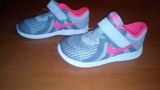 zapatillas Nike número 23 y medio