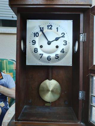 Reloj pared con pendulo (da horas y medias)