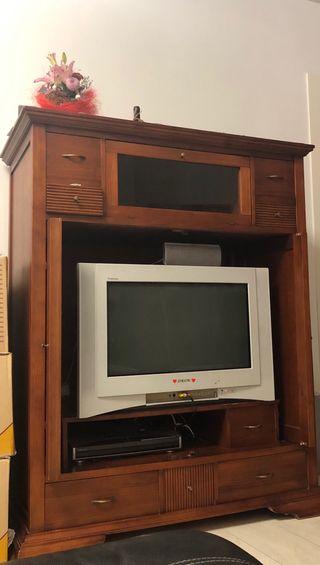Mueble de madera y tele sony