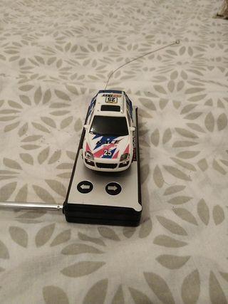mini coche de mando pequeño