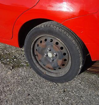 4 Llantas chapa 15' con Neumáticos