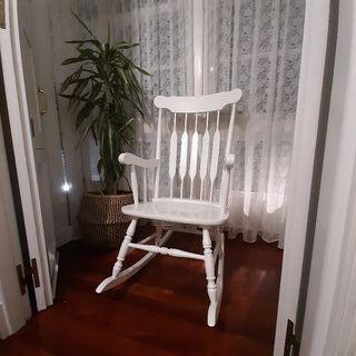 Mecedora madera blanca