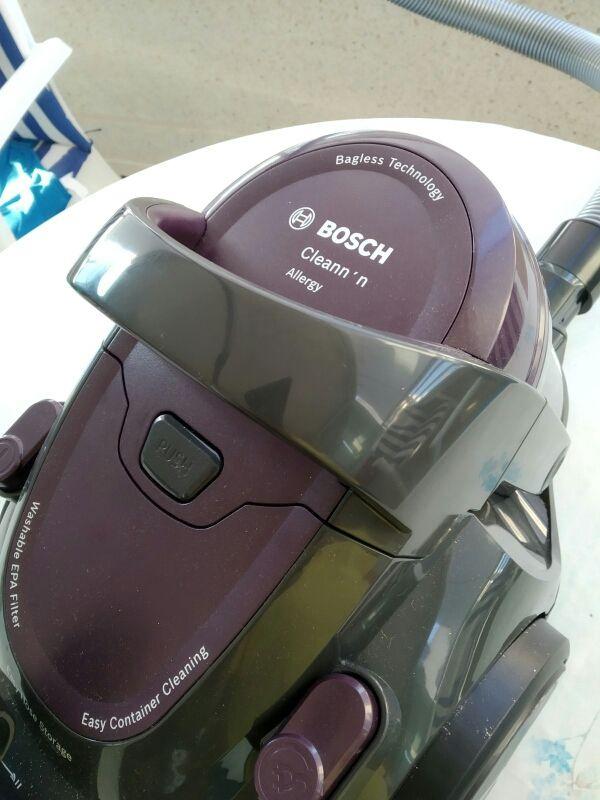 Aspiradora Bosch Sin Bolsa, sólo dos usos.