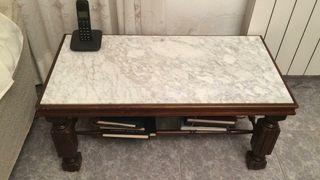 Mesa de mármol y madera