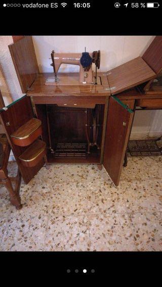 Maquina de coser el mueble se cierra