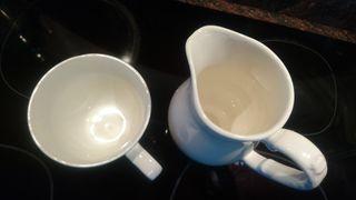 Preciosa jarra y taza de porcelana, nuevas