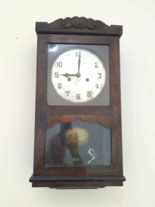 antiguo reloj de pared