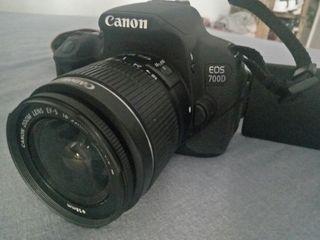 Camara fotos Canon EOS 700D + objetivo + funda