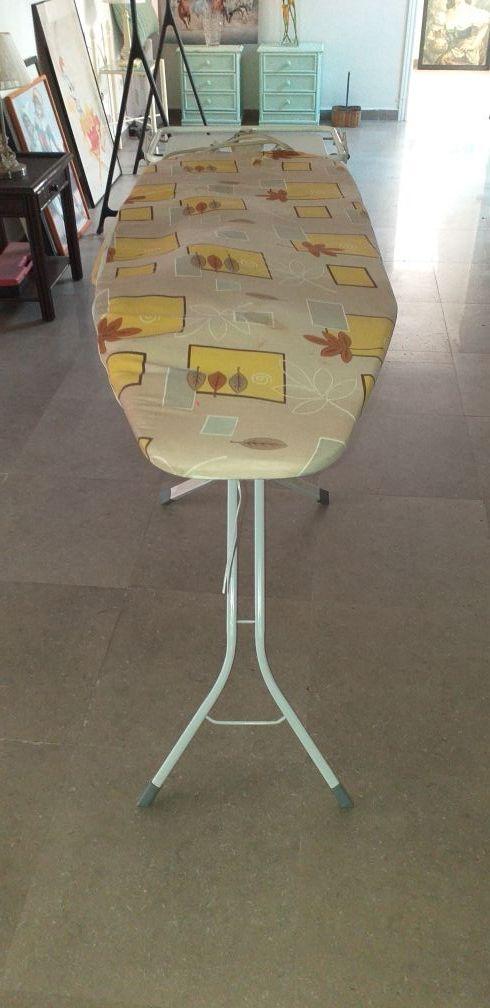 TABLA DE PLANCHA CON ENCHUFE