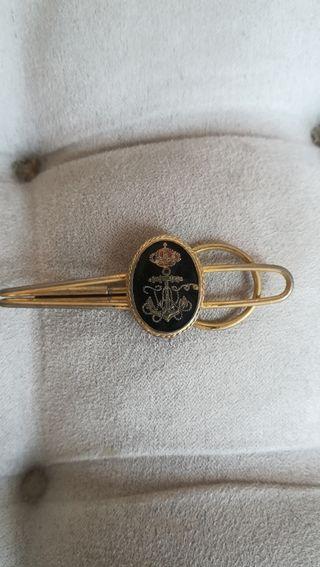 Antiguo pilla corbata militar