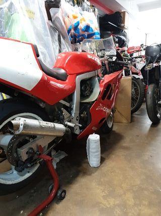 Suzuki 750cc del 89 Campeona de España de SBK