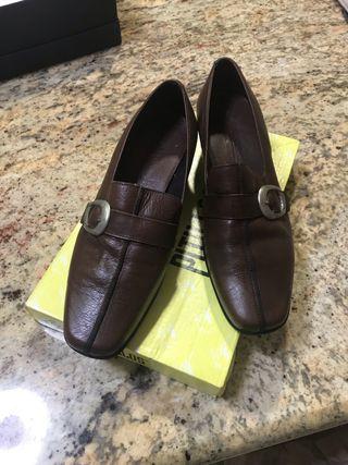 Zapatos piel pitillos
