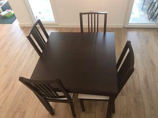 Mesa comedor extensibe Ikea Bjursta con 4 sillas