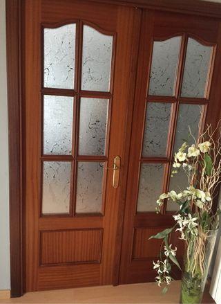 Conjunto de 2 puertas de madera con cristal