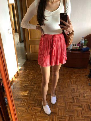 Shorts con etiqueta