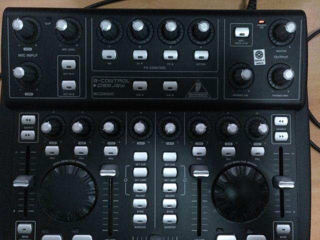 Controladora DJ Behringer BCD3000