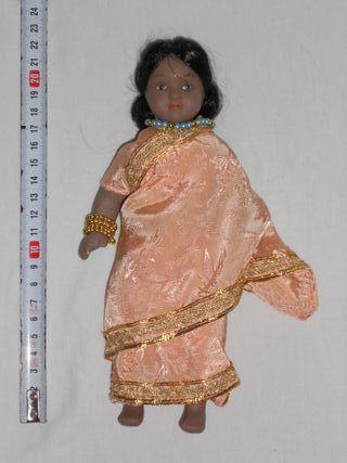 Muñecas del Mundo PORCELANA - RBA