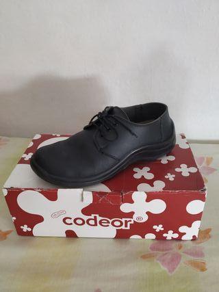 Zapatos camarero 38 Codeor de segunda mano por 22 € en