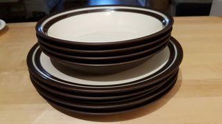 6 platos planos/grandes y 3 platos ondos
