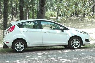 Ford Fiesta 12/2014. Climatizador y llantas.
