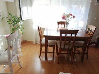 mesa y sillas madera