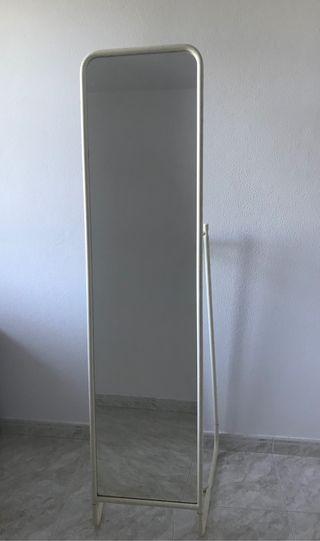 Espejo de pie de Ikea
