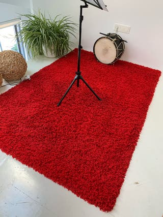 Alfombra color rojo 140 cm x 200 cm