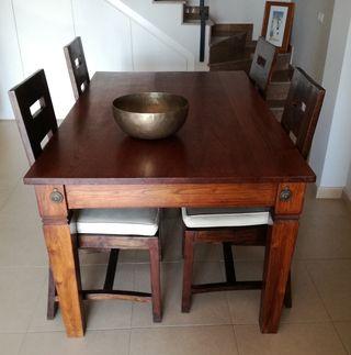 Mesa y sillas de madera de Bali