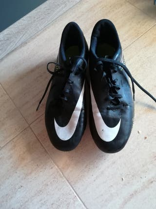 Botas de futbol Hypervenom talla 43