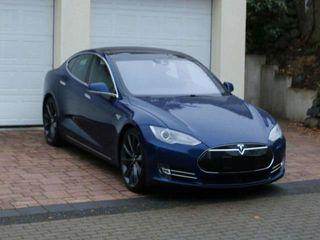Tesla Model S 2015
