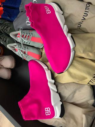Se vende zapatillas balencias