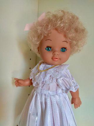 Muñeca rubia