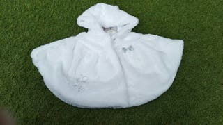 Capa de terciopelo blanco. Talla 9 meses