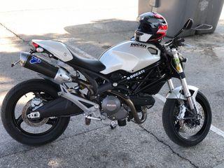 Ducati Monster 696 Plus A2