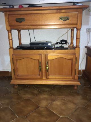 Mueble de madera para la television.