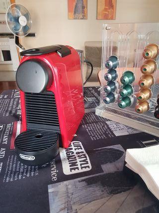 Nespresso cafetera + porta capsulas