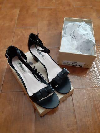 Zapatos con tacón Señora n° 40 (Art. Nuevo)