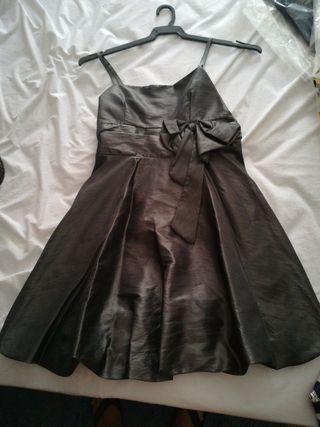 vestido gris metálico