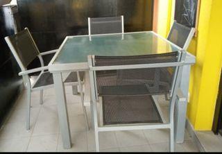 Mesa de jardín + 4 sillas!!!!